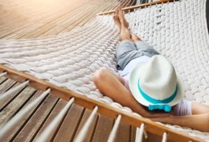 Entspannung in einer Hängematte aus Polyrattan
