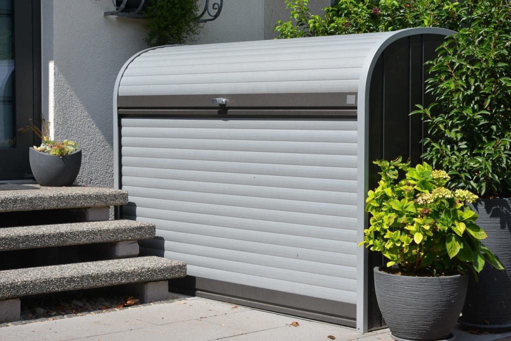 Gartenschrank mit Rolltür